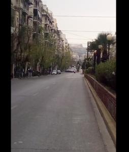 ..και η Πατησίων προς Κεφαλληνίας την ίδια είκονα έχει. Μια εικόνα που δεν διαφέρει από τις άλλες της Αθήνας